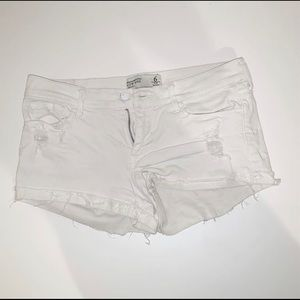 White Abercrombie Low Rise Short Size 6
